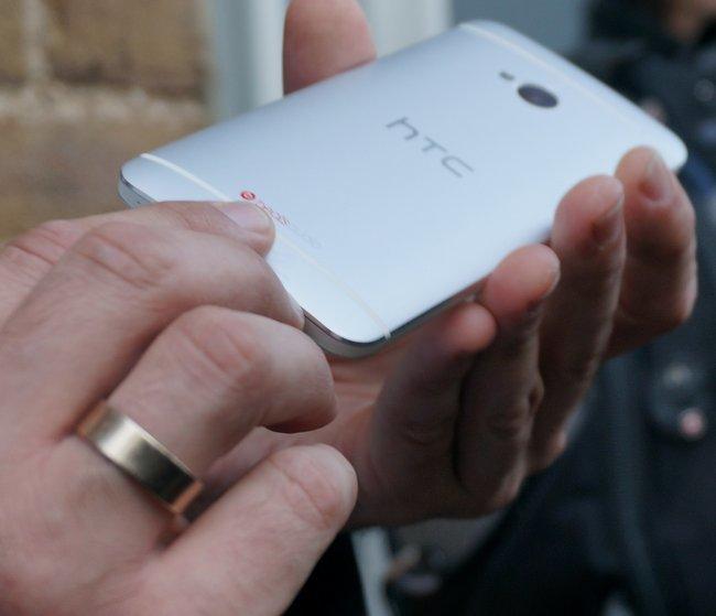HTC One trasera