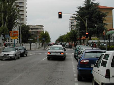 Adelantamiento con semáforo en rojo