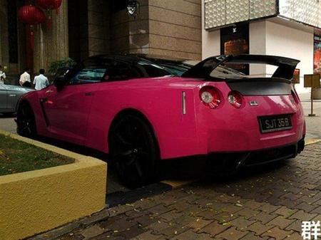 Dolorpasión™: pintar de rosa tu Nissan GT-R