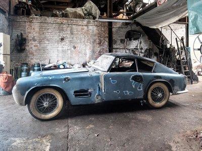 Hay garajes que esconden auténticos tesoros abandonados, como éste recién descubierto en Bélgica