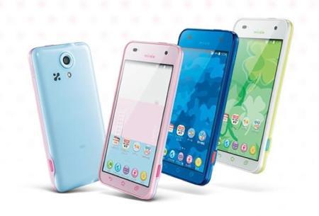 """En Japón tienen un teléfono que """"modera"""" las comunicaciones de los más pequeños"""