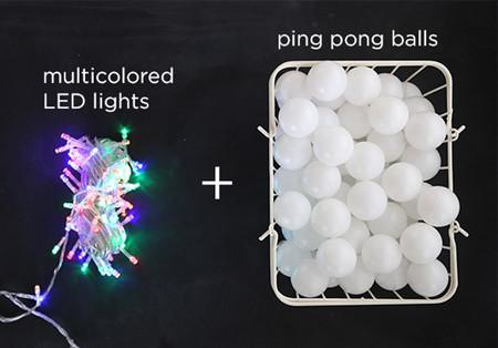 Guirnalda de luces con pelotas de ping pong