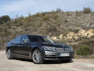 BMW 730d L: al volante del coche que todo chófer moderno querrá conducir para jugar con sus gadgets