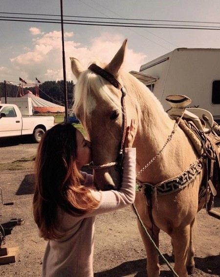 Pues Eva Longoria tiene nuevo amor, ¡y no solo son los caballos!
