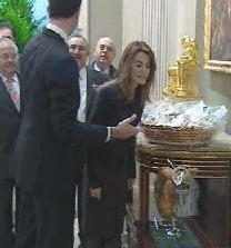 Doña Letizia recibe el Jamón de Teruel Tres Millones