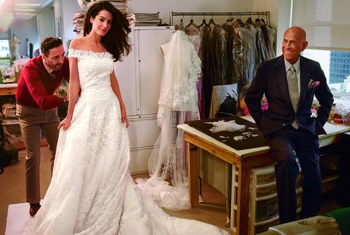 Chanel adquiere acciones de la casa que realizó el encaje de los vestidos de novia de Kate Middelton y Amal Clooney