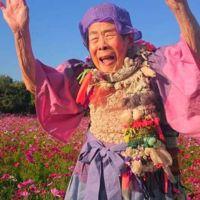 Esta abuela japonesa tiene 93 años, es modelo y eso la hace la más increíble del mundo