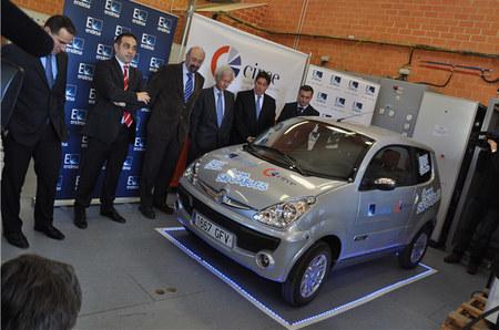 Presentado en Zaragoza un prototipo de recarga inalámbrica rápida para coches eléctricos