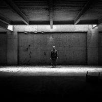 'Montajeros', de Chez Valencia, una mirada introspectiva a la dura profesión de los trabajadores del metal