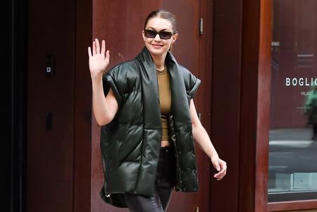 Gigi Hadid lo tienes claro: este otoño se llevan los chalecos acolchados (y uno de sus modelos es de Mango)