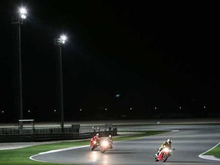 Hoy se hará la noche en MotoGP por primera vez