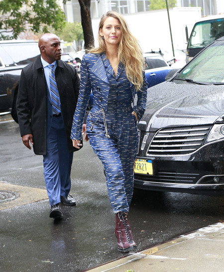 blake lively traje chaqueta look