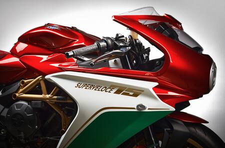 La limitadísima MV Agusta Superveloce 75 Aniversario es una oda a la esencia de Varese, con librea específica y por 25.000 euros