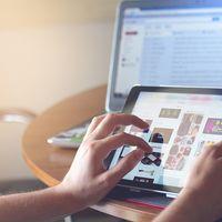 La mitad de los españoles usa Internet a diario y casi todos quieren bloquear la publicidad