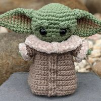 Etsy se ha llenado de peluches de Baby Yoda creados por fans. Ahora Disney les ha declarado la guerra
