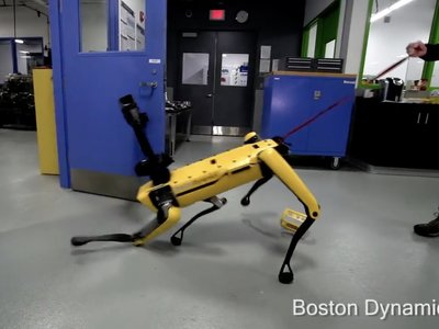 El impresionante vídeo que maltrata y pone a prueba la frustración y fuerza del perro-robot de Boston Dynamics