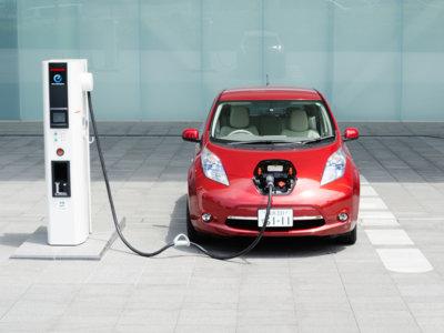En Japón ya hay más enchufes para coches eléctricos que gasolineras
