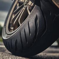 Los neumáticos Bridgestone Battlax Sport Touring T32 irrumpen para mejorar el agarre en mojado de las motos ruteras