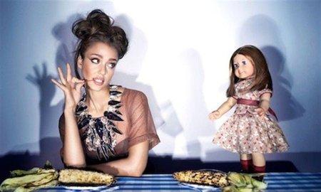Jessica Alba como una muñeca