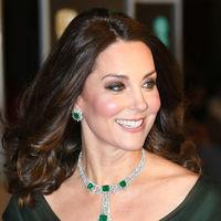 Kate Middleton no defrauda con su look   en la alfombra roja de los Bafta