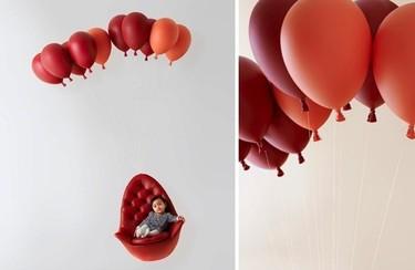 Hay una silla que flota, suspendida por globos, en mi salón