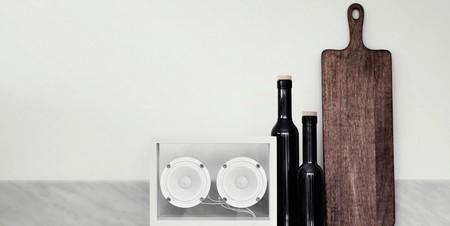 ¿Una caja acústica de cristal, aluminio y modular? Estas son las bazas del altavoz Small Transparent Speaker para conquistarte