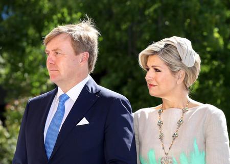 La Reina Máxima de Holanda comienza viaje oficial en Australia repitiendo modelito y fallando de nuevo