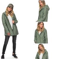 En Roxy tienes esta chaqueta tipo parka con capucha por 70 euros y envío gratis