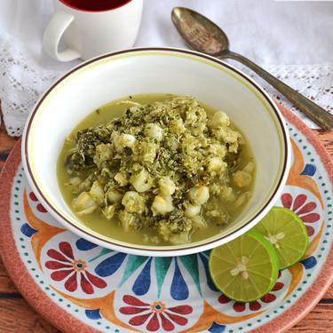 Pozole verde con pepitas de calabaza y acelgas. Receta en olla de cocción lenta para las Fiestas Patrias