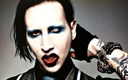 Marilyn Manson se pone navideño antes de tiempo