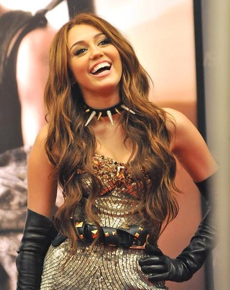 Foto de Miley Cyrus y Kim Cattrall en Sexo en Nueva York 2: looks de la pesadilla convertida en realidad (6/9)