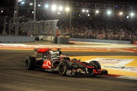 McLaren casi pierde uno de sus nuevos alerones en el aeropuerto de Singapur