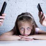 """""""Odio el móvil de mi mamá"""", la fuerte declaración de un niño que todos debemos leer"""