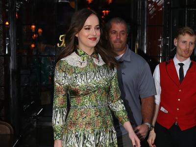 Dakota Johnson escoge un bosque al completo para su look en el lanzamiento de Bloom de Gucci