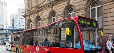 Londres pondrá a circular otros 51 autobuses eléctricos, comenzando con dos Irizar i2e