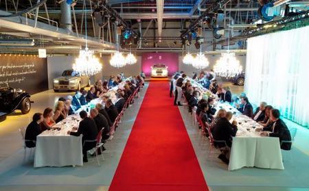 Cenando en la línea de montaje de Rolls-Royce