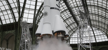 Chanel lanza un cohete en mitad de su desfile para alcanzar el cielo, pero de la moda