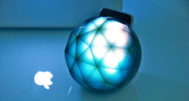 Foto de Un soporte para iPhone que decora con luz y color (1/5)