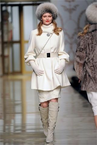 Las mujeres con curvas abren la Semana de la moda de Milán: Elena Mirò Otoño-Invierno 09/10
