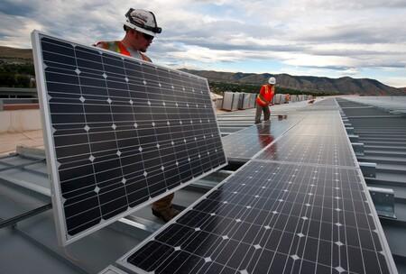 Construir la granja solar más grande del mundo a 4.500 kilómetros de donde vas a usar la energía: Singapur, Australia y el futuro de la minería solar