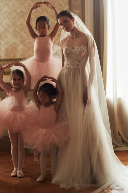 Los 17 vestidos de novia de estilo romántico que no querrás dejar escapar