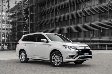Mitsubishi Outlander PHEV SUV híbrido enchufable etiqueta CERO menos de 40.000 euros