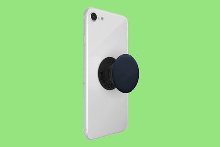 Diez años perfeccionando el diseño de los móviles para acabar poniéndole un Popsocket: de dónde viene este peculiar accesorio