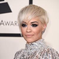 Rita Ora guiña un ojo a Freixenet convirtiéndose en una de sus burbujas en los Grammy 2015