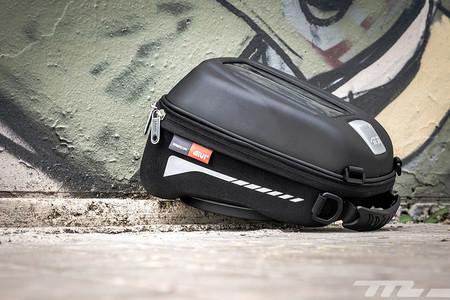 Probamos la bolsa sobredepósito GIVI ST602, cuatro litros más que suficientes para facilitarte la vida