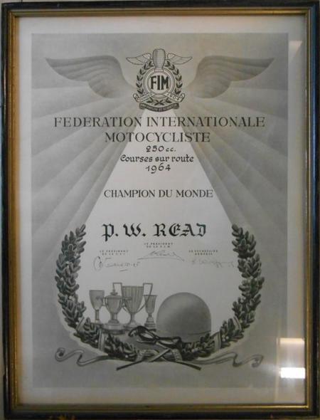 Título del Mundial de Motociclismo de 250 cc conseguido por Phil Read en 1964