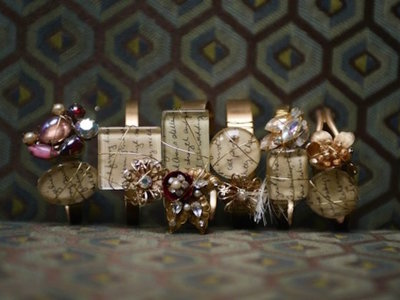Transforma las cartas de amor de sus abuelos en joyas que recordarán sus palabras para siempre