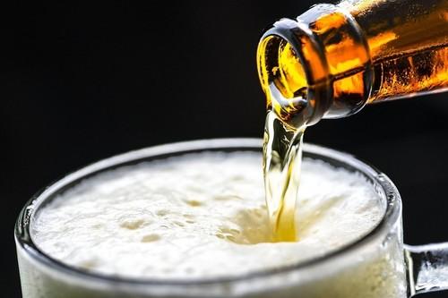 Cerveza, tinto de verano o clara: ¿qué es mejor tomar en una terraza?