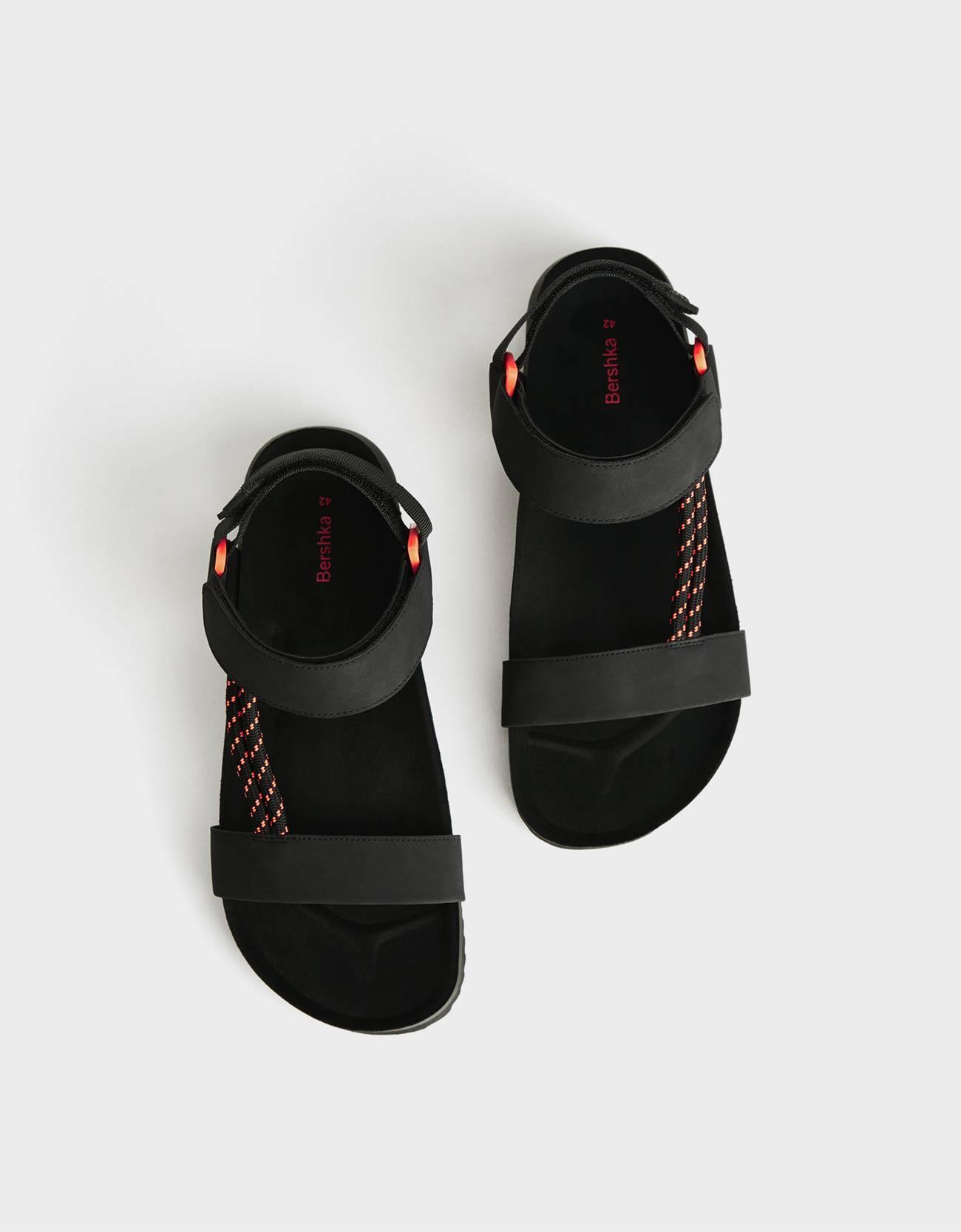 Sandalias ugly con detalles flúor