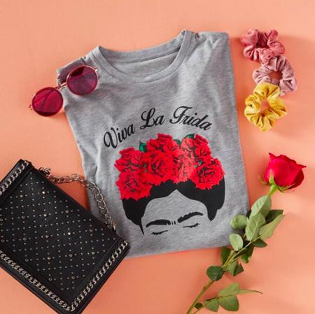 f3400851a Cinco camisetas y un vestido de Frida Kahlo que puedes comprarte si ...
